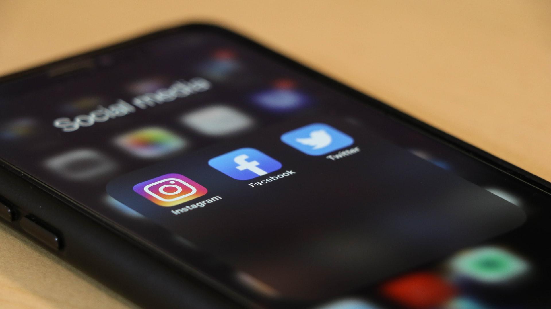 Facebook, TikTok, Google y Twitter intensificarán seguridad para las mujeres