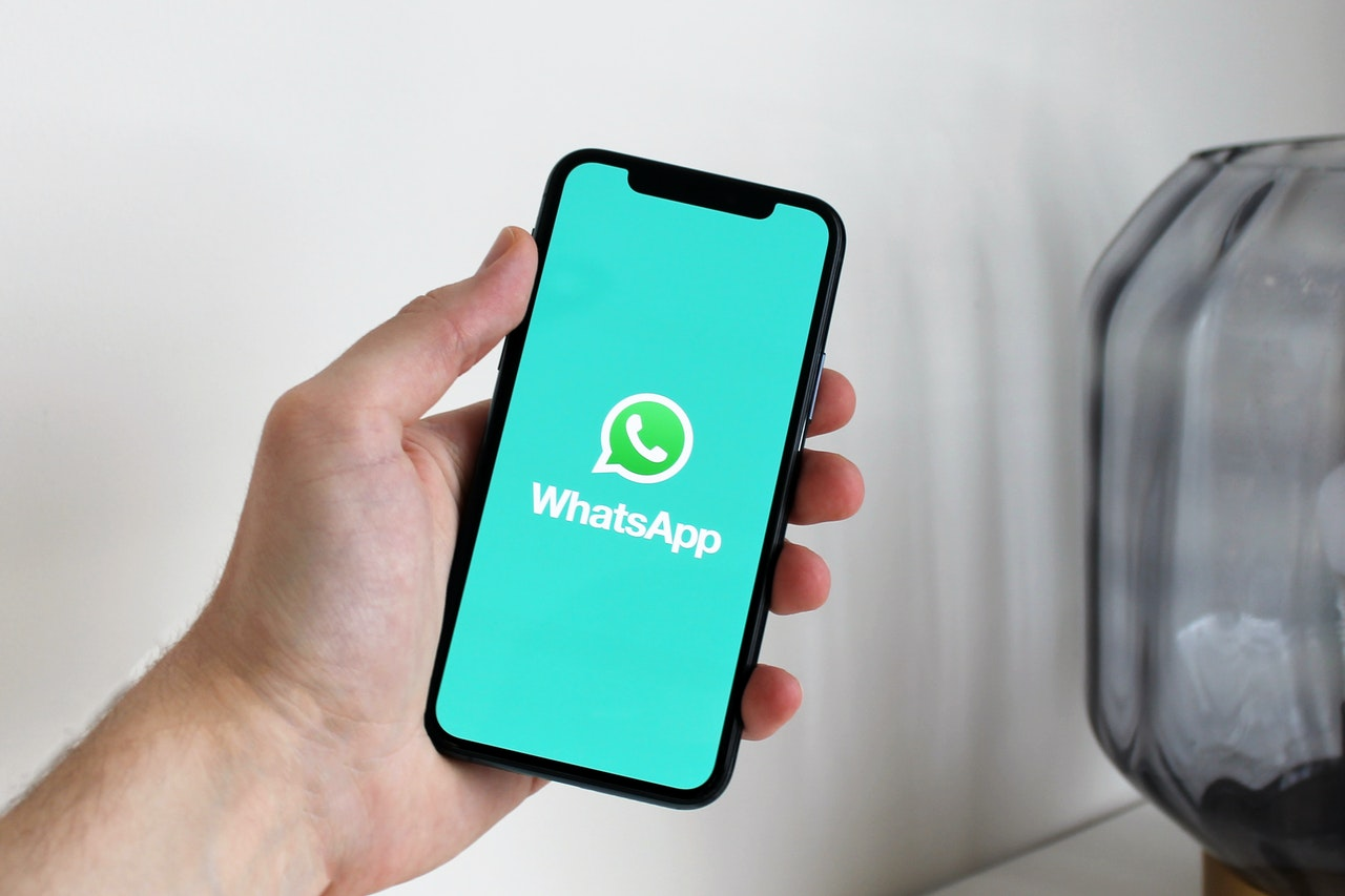 WhatsApp añadirá reacciones con emojis a los mensajes